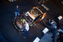Pascal Wehrlein y Toto Wolff, Mercedes AMG F1 accionista y Director Ejecutivo
