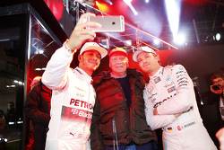 Niki Lauda with 2015 F1 champion Lewis Hamilton and Nico Rosberg