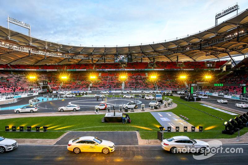 Mercedes araçları Mercedes Benz Arena'da