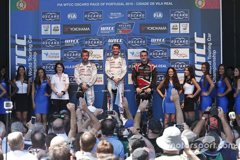 Podium: race winner Jose Maria Lopez, Citroën World Touring Car team, second place Sébastien Loeb, C