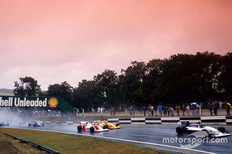 Damon Hill memimpin di depan Allan McNish, Eddie Irvine dan Phil Andrews