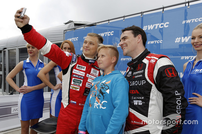 Норберт Міцеліс, Honda Civic WTCC, Zengo Motorsport та Матей Хомола, Chevrolet RML Cruze TC1, Campos