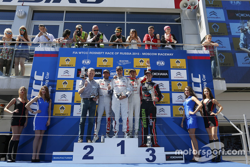 Podium: race winner Yvan Muller, Citroën C-Elysee WTCC, Citroën World Touring Car team, second place