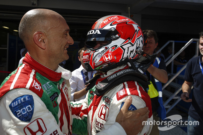 Race winner Tiago Monteiro, Honda Civic WTCC, Honda Racing Team JAS with Gabriele Tarquini, Honda Civic WTCC, Honda Racing Team JAS