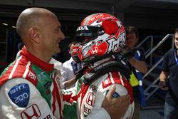 El ganador de carrera, Tiago Monteiro, Honda Civic WTCC, Honda Racing Team JAS con Gabriele Tarquini, Honda Civic WTCC, Honda Racing Team JAS