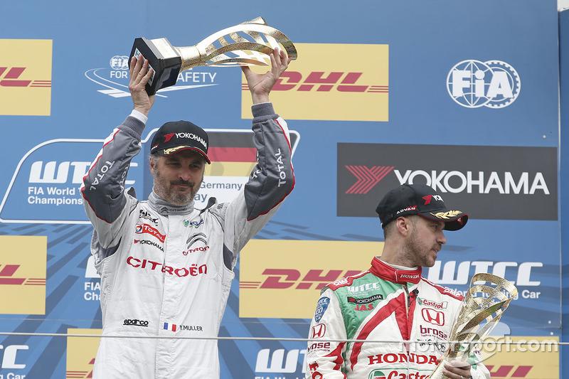 Podium: race winner Yvan Muller, Citroën C-Elysee WTCC, Citroën World Touring Car team, third place Tiago Monteiro, Honda Civic WTCC, Honda Racing Team JAS