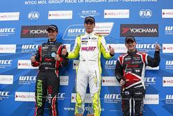 Подиум: Юго Валент, Chevrolet RML Cruze TC1, Campos Racing, Норберт Михелиц, Honda Civic WTCC, Zengo Motorsport, Том Чилтон, Chevrolet RML Cruze TC1, ROAL Motorsport