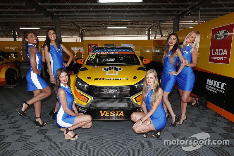 Mikhail Kozlovskiy, Lada Vesta WTCC, Lada Sport Rosneft ile grid kızları