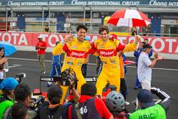 冠军希恩·格拉埃尔、安东尼奥·吉奥瓦纳齐