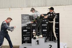 Подиум: Ландо Норрис (победитель), Брендон Литч (второе место) и Артем Маркелов (третье место)