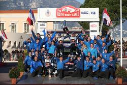 领奖台:冠军塞巴斯蒂安·奥吉尔、朱利安·英格拉西亚,大众车队