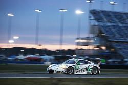 Купер МакНил, Лех Кин, Давид МакНил, Гуннар Джиннетт и Шейн ван Гисберген, #22 Alex Job Racing Porsche 991 GT3 R с прекрасными девушками WeatherTech