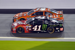 Kurt Busch, Stewart-Haas Racing Chevrolet; Carl Edwards, Joe Gibbs Racing Toyota