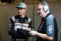 Nico Hulkenberg, Sahara Force India F1 con Tom McCullough, Sahara Force India F1 Team Jefe de Ingenieros
