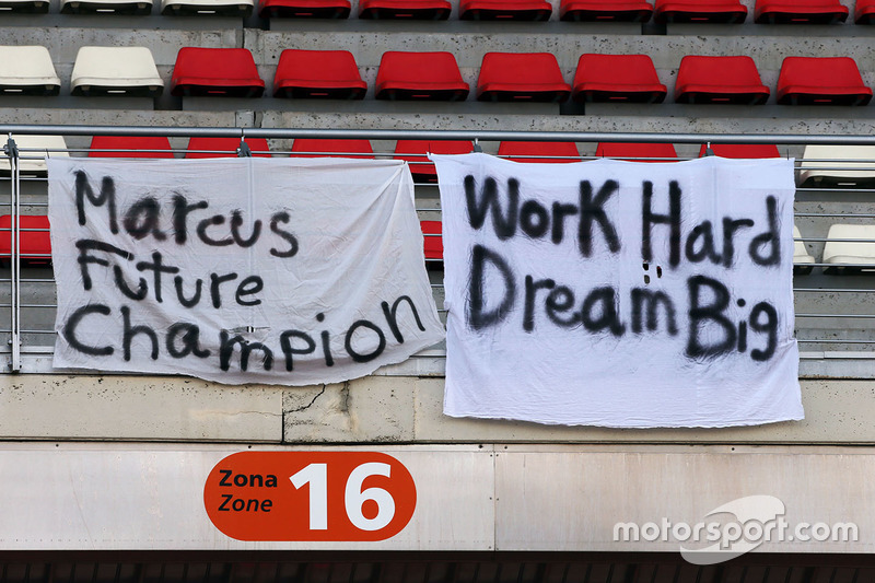 Banners de apoyo para Marcus Ericsson, Sauber F1 Team