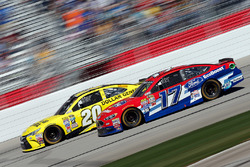 Метт Кенсет, Joe Gibbs Racing Toyota, Рікі Стенхаус-молодший, Roush Fenway Racing Ford