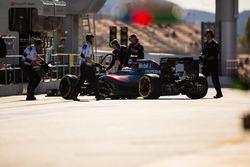 Fernando Alonso, McLaren MP4-31 en pits