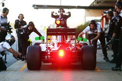 Fernando Alonso, McLaren MP4-31 practices a pit stop