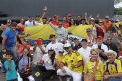 Race winner Juan Pablo Montoya, Team Penske Chevrolet with fans