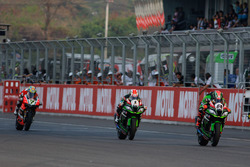 Tom Sykes, Kawasaki Racing Team; Jonathan Rea, Kawasaki Racing Team und Chaz Davies, Aruba.it Racing - Ducati Team