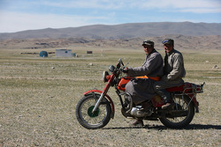 Local people between Altay and Bayankhor