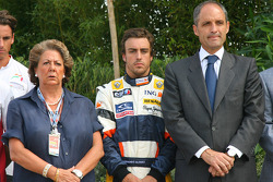 Fernando Alonso, Renault F1 Team in a minute silence in respect of the victims of the Madrid Plane crash