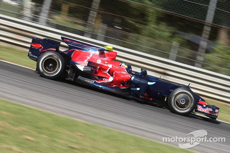 2008: Toro Rosso STR3 (13 Гран При, одна победа, 6-е место в КК)