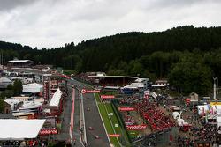 Start, Lewis Hamilton, McLaren Mercedes, MP4-23 leads Kimi Raikkonen, Scuderia Ferrari, F2008