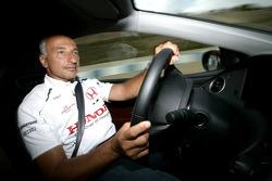 Riccardo Patrese conduit la Honda Civic Type-R