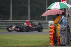 Sébastien Bourdais, Scuderia Toro Rosso, STR03, marshalls
