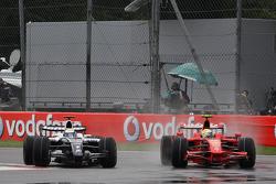 Felipe Massa, Scuderia Ferrari, F2008 overtakes Nico Rosberg, WilliamsF1 Team, FW30