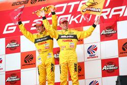 Podium GT500: les vainqueurs, Ronnie Quintarelli et Naoki Yokomizo