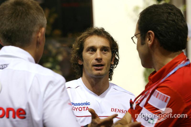 Jarno Trulli, Toyota F1 Team, mit Martin Whitmarsh, McLaren, Teamchef; Stefano Domenicali, Scuderia Ferrari, Sportdirektor