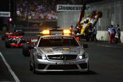 Аварія Нельсіньйо Піке, Renault F1 Team, автомобіль безпеки