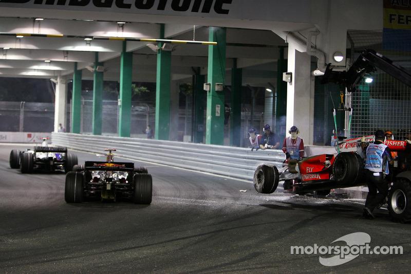 Crash: Adrian Sutil, Force India F1 Team