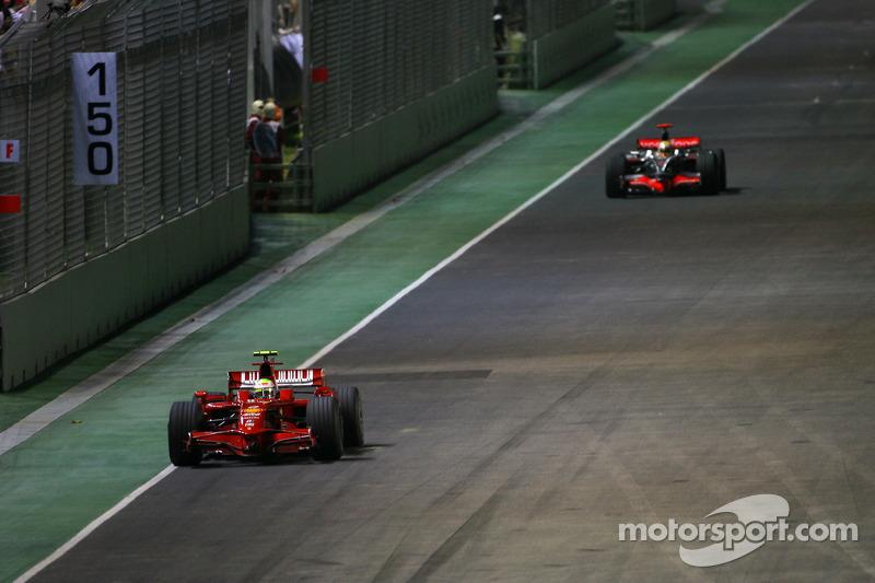 Felipe Massa, Scuderia Ferrari; Lewis Hamilton, McLaren Mercedes