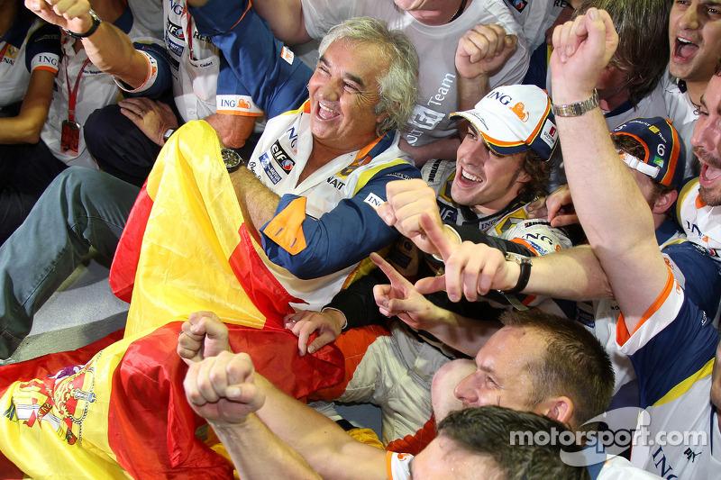 Auch bei Renault-Teamchef Flavio Briatore kennt der Jubel keine Grenzen