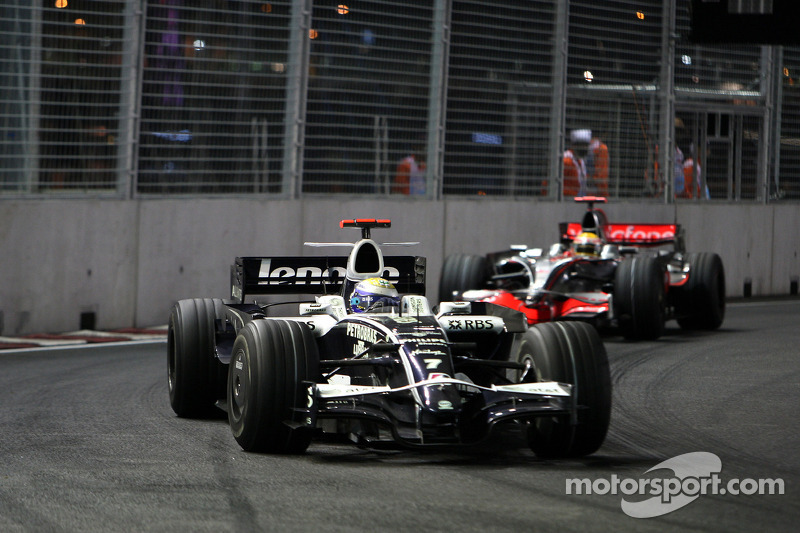 Nico Rosberg, WilliamsF1 Team, FW30; Lewis Hamilton, McLaren Mercedes, MP4-23