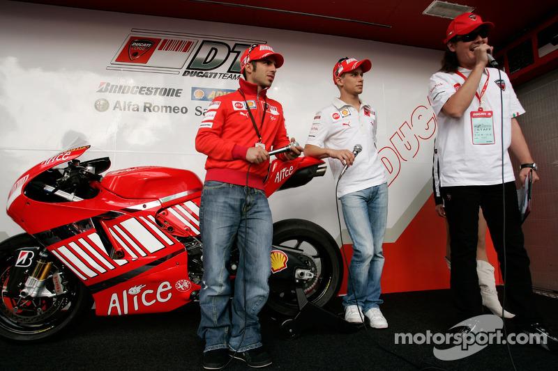 Marco Melandri y Casey Stoner en Ducati pantalla