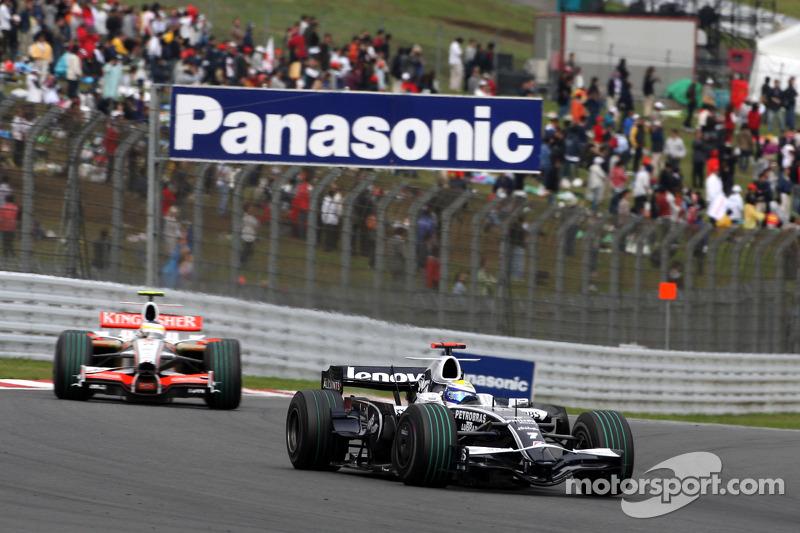 Nico Rosberg, WilliamsF1 Team, FW30 leads Giancarlo Fisichella, Force India F1 Team, VJM-01