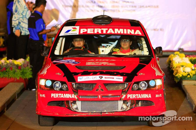 Rizal Sungkar dan co-driver Anthony Sarwono