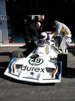 L Dwyer, Surtees TS19, 1976-77