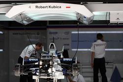 Mechanics work on the car of Robert Kubica,  BMW Sauber F1 Team