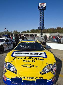 La Chevrolet GoPenske.com se trouve dans la voie des stands