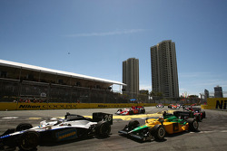 Race start: Marco Andretti (Andretti Green Racing)