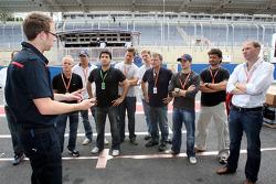 Anthony Ward, Stock otomobil pilotu s Carlos Bueno ve Daniel Serra ve konukları
