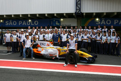 Renault team pictures, Fernando Alonso, Renault F1 Team, Nelson A. Piquet, Renault F1 Team, Flavio Briatore, Renault F1 Team, Team Chief, Managing Director