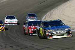 Jimmie Johnson fights to stay on the lead lap as leader Carl Edwards closes in