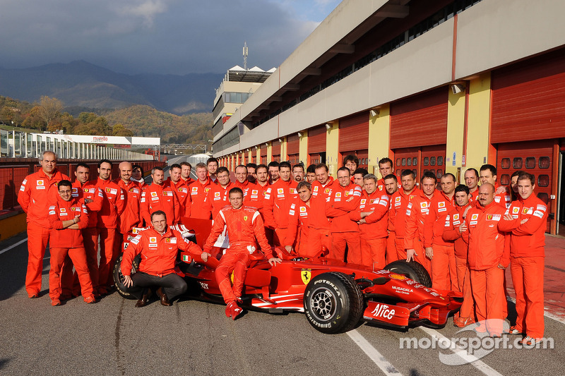 Valentino Rossi pose with the Ferrari F2008 and Ferrari team members