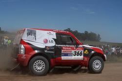 #366 Mitsubishi Pajero: Francisco Inocencio and Paulo Fiuza